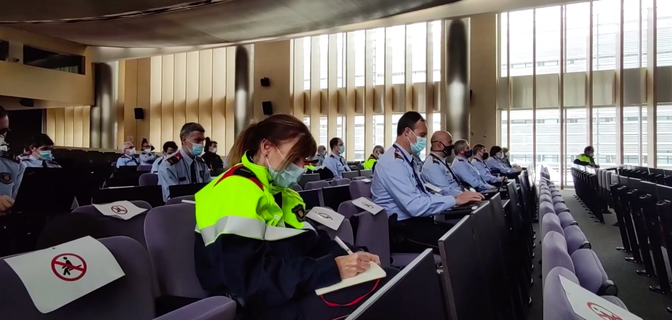 Els comissaris territorials, en un moment de la reunió a Egara/Mossos