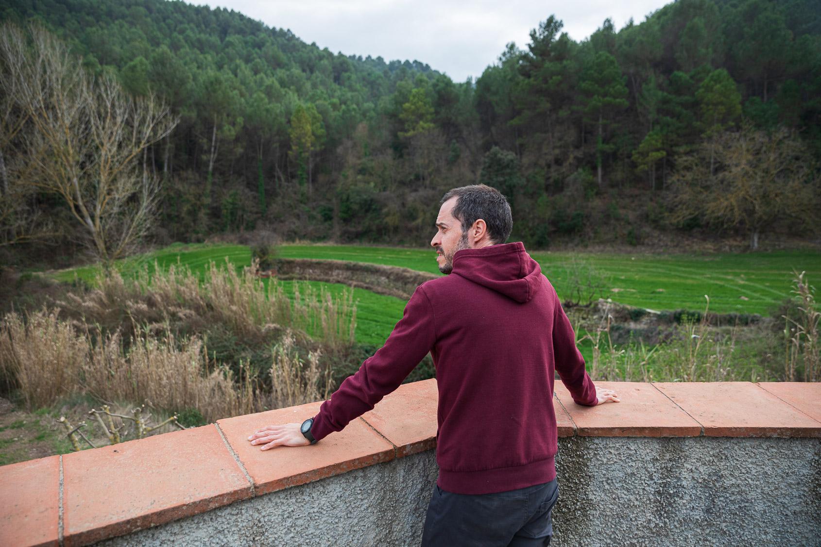 Xavier Estruch a la seva masia de Clariana / Jordi Borràs