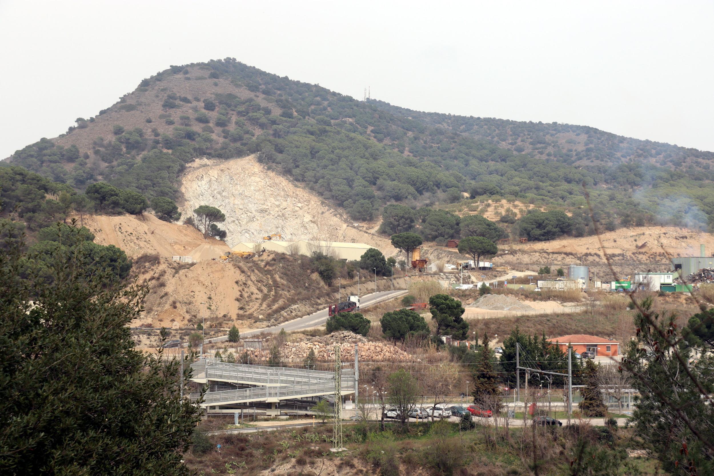 La pedrera les Llangònies, ubicada entre Vallbona d'Anoia i Capellades