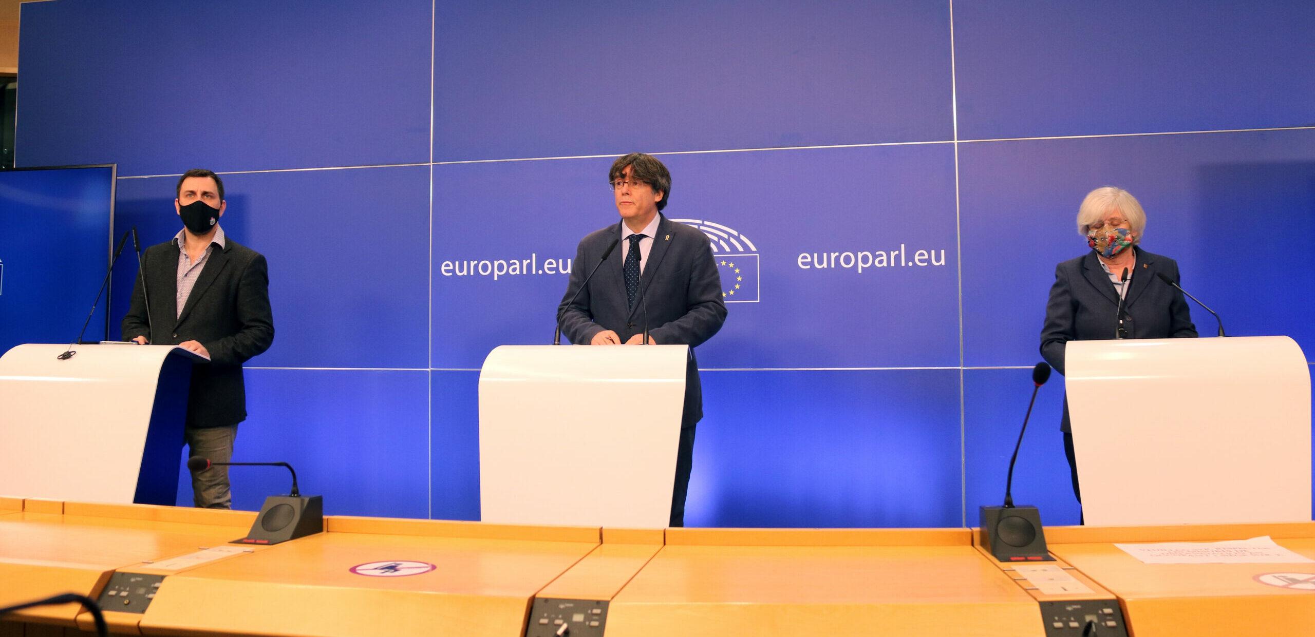El president Puigdemont, en el punt de mira de l'Estat