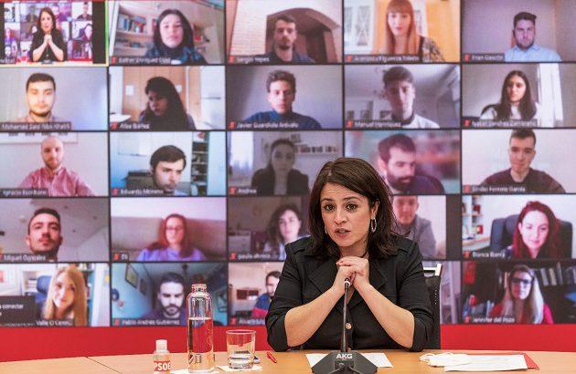 La portaveu al Congrés del PSOE, Ariadna Lastra, en una trobada telemàtica (ACN)