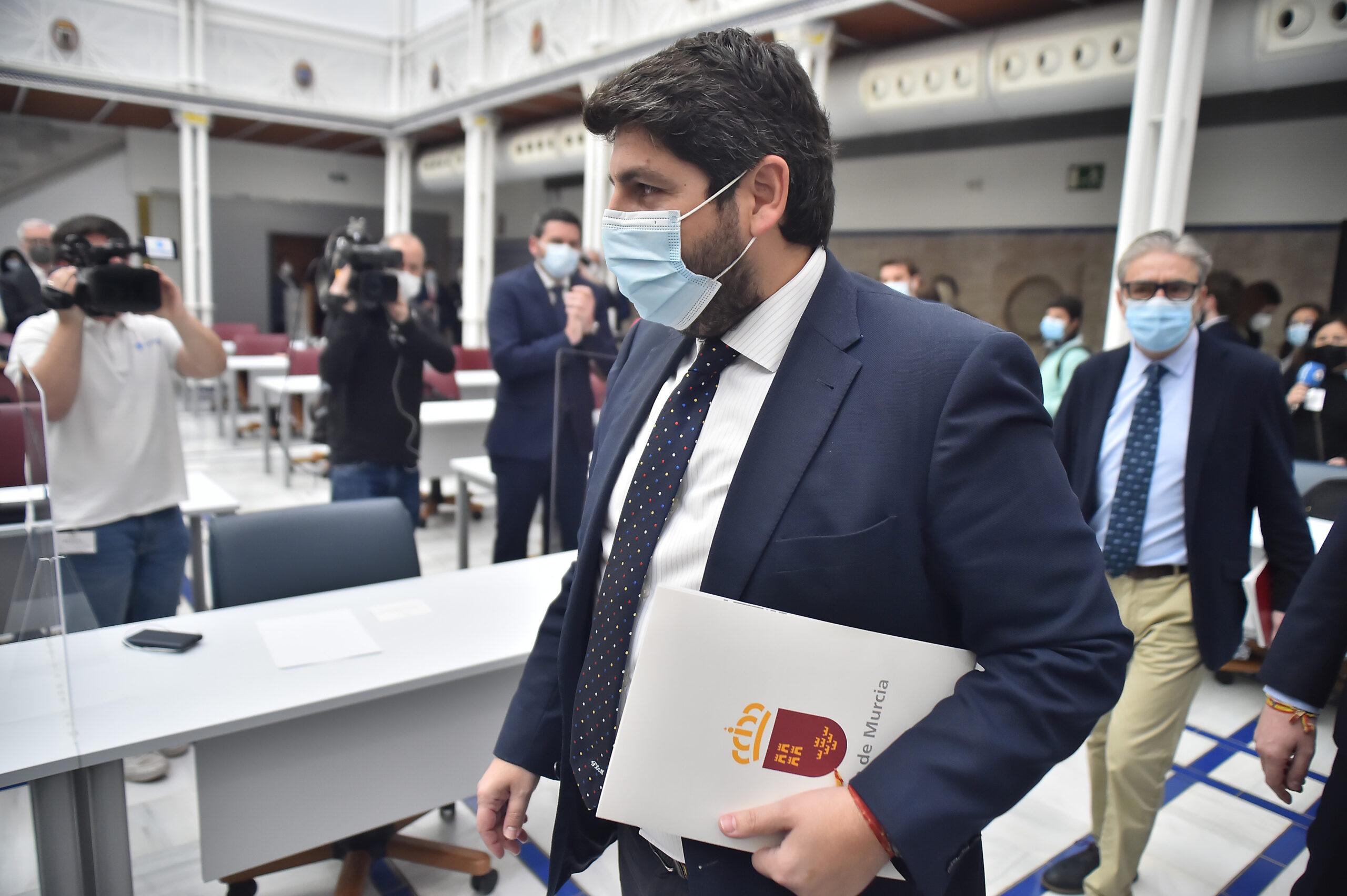 El president de Múrcia, Fernando López Miras, arribant al ple de la moció de censura | Europa Press