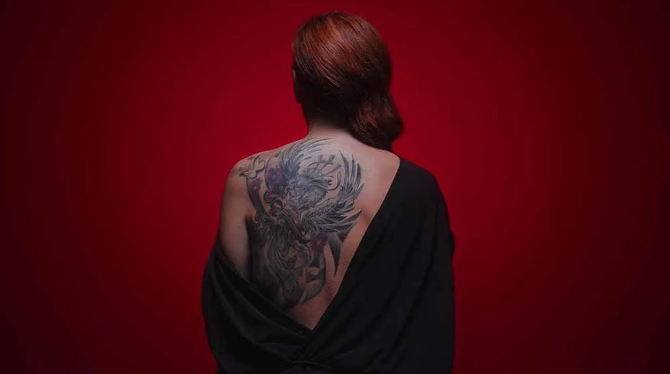 El tatuatge que Rocío Carrasco llueix a la seva esquena | Telecinco