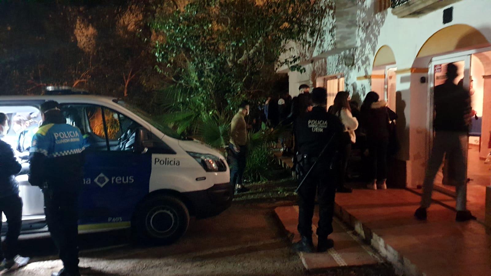 Actuació de la policia de Reus en una altra festa al febrer / ACN