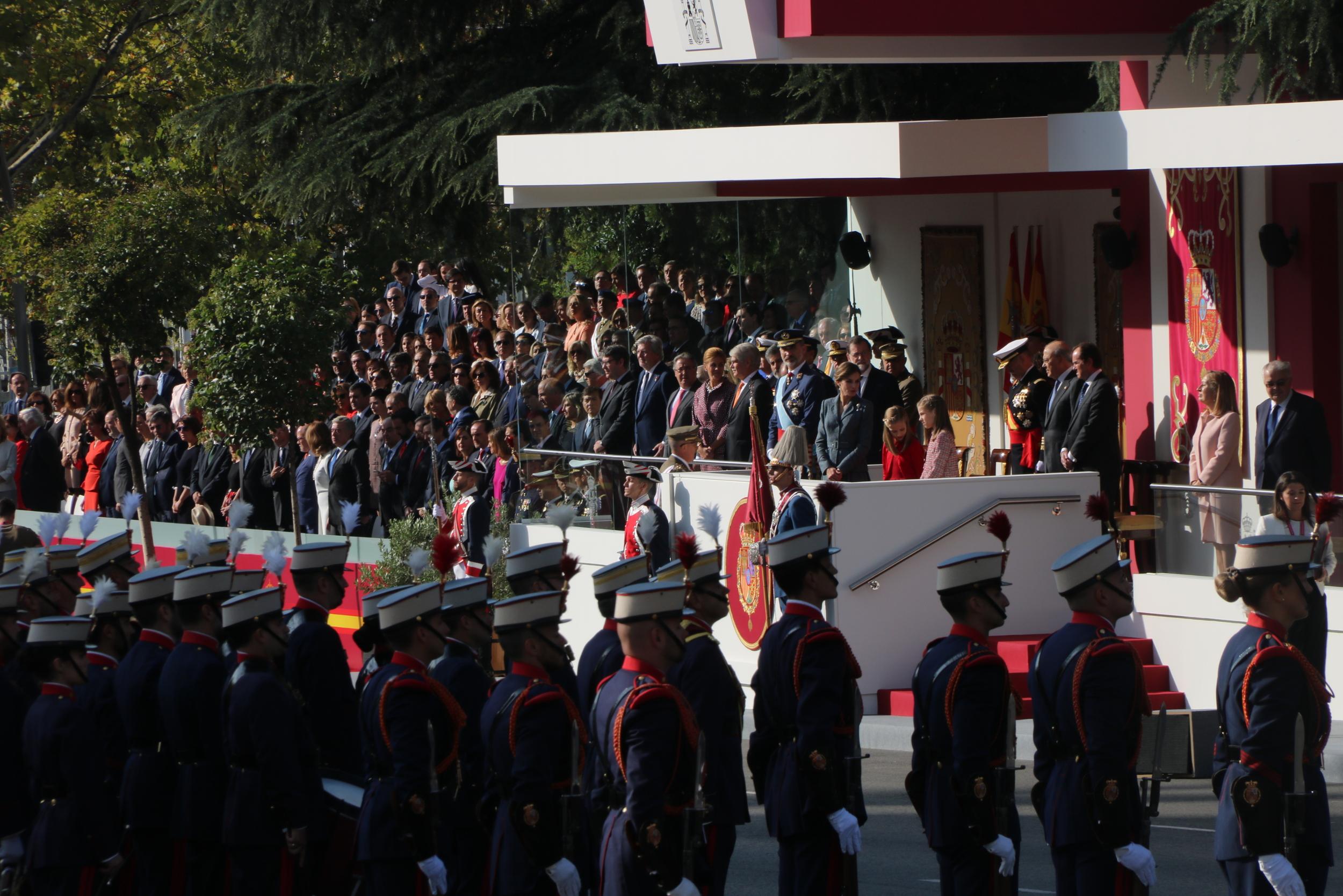 Felip VI presideix la desfilada militar del 12-O del 2017   ACN
