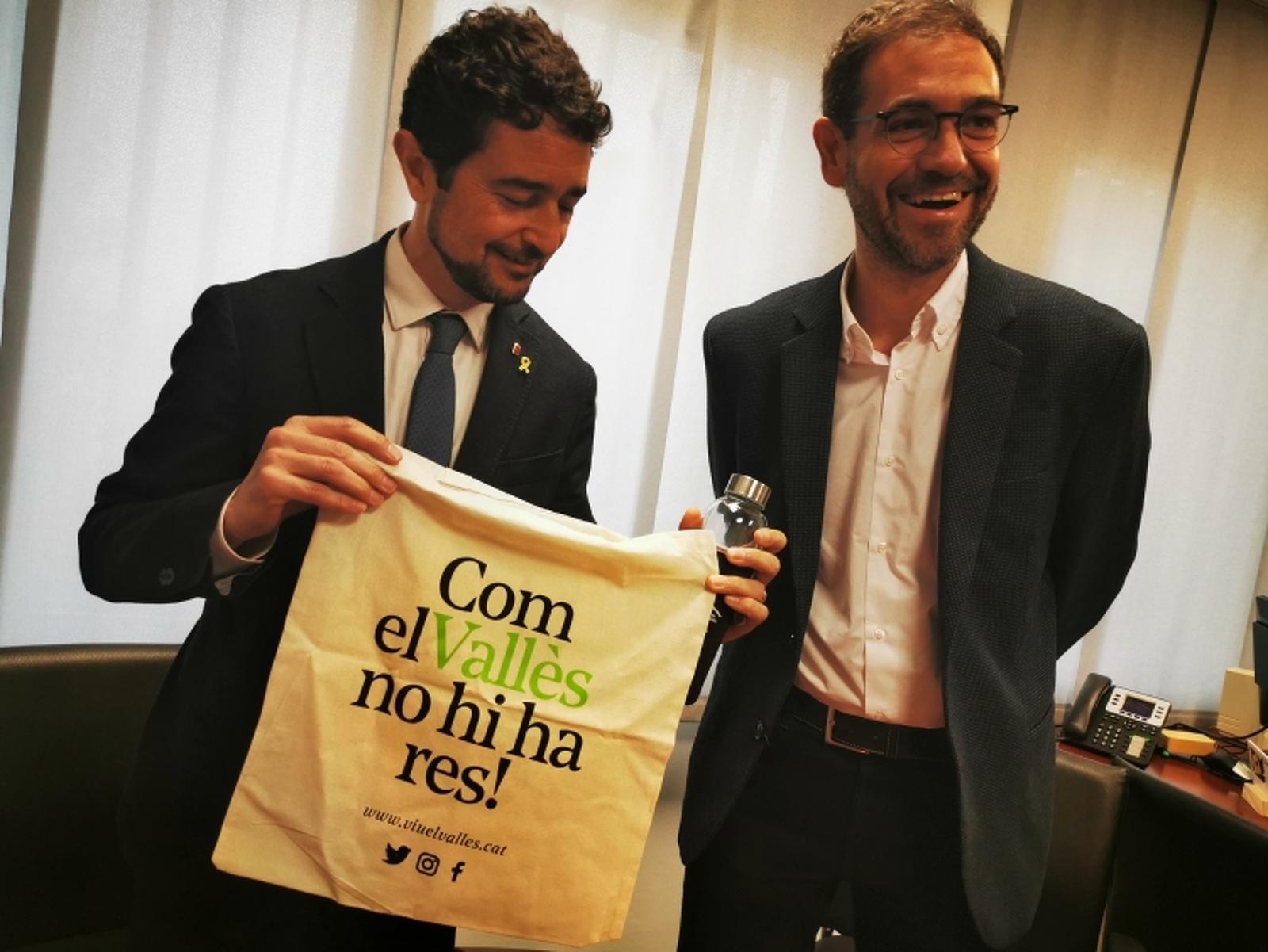 El conseller Damià Calvet amb el president del Consell Comarcal Ignasi Giménez
