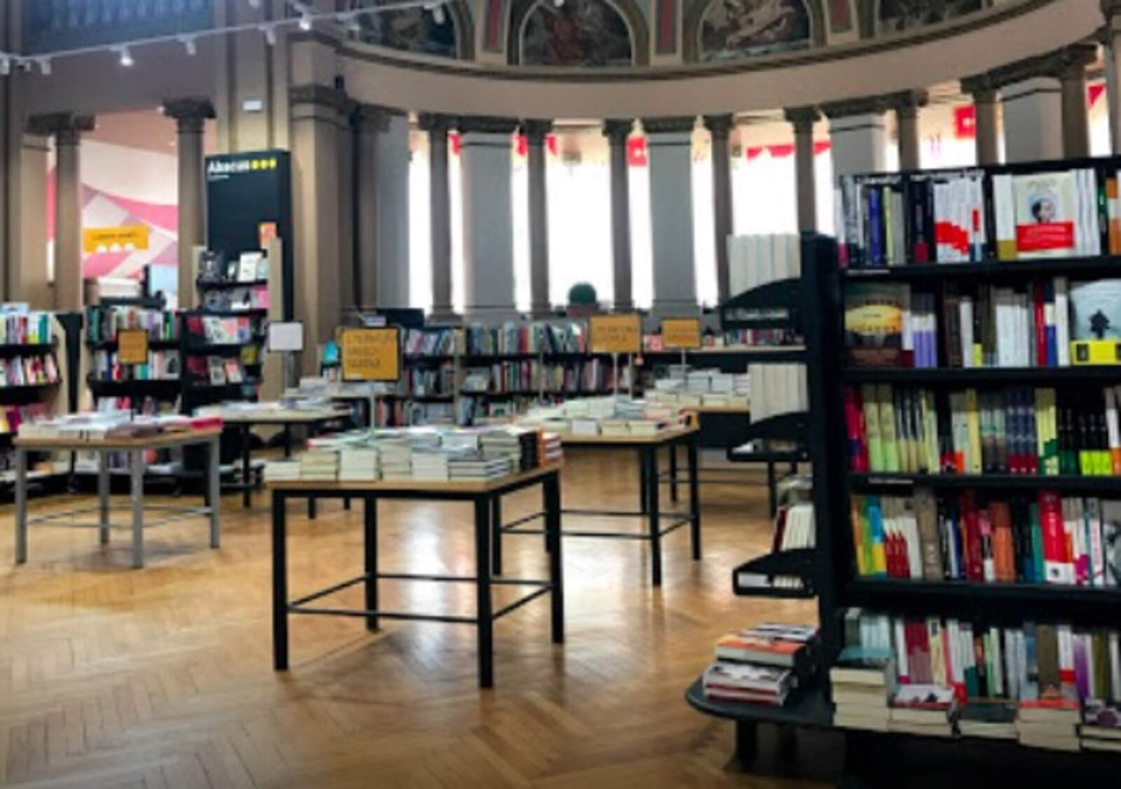 Interior de la llibreria Abacus de Terrassa