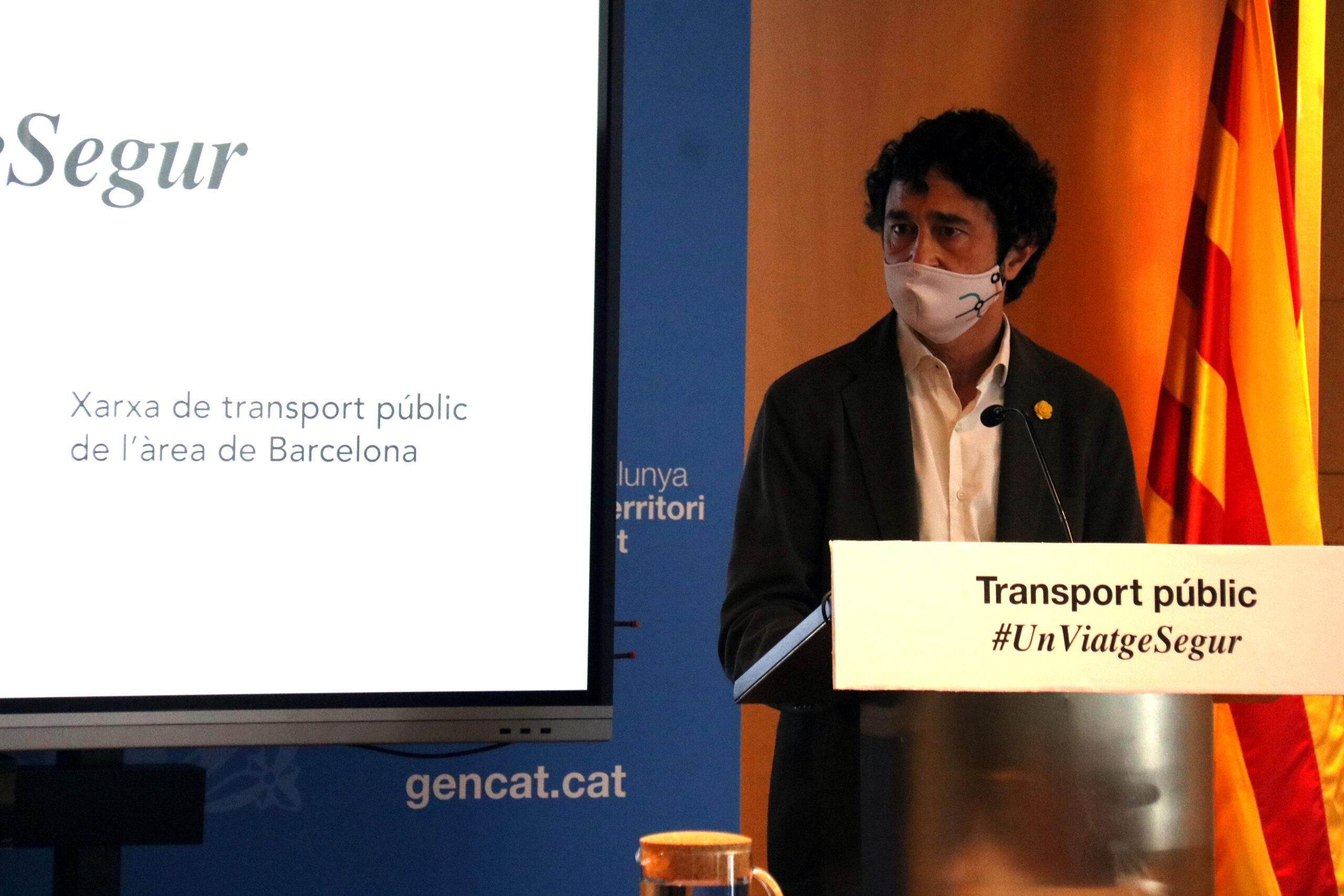 El conseller de Territori i Sostenibilitat, Damià Calvet, en la presentació de la campanya per recuperar la confiança dels usuaris del transport públic, el 9 d'abril del 2021. (Horitzontal)