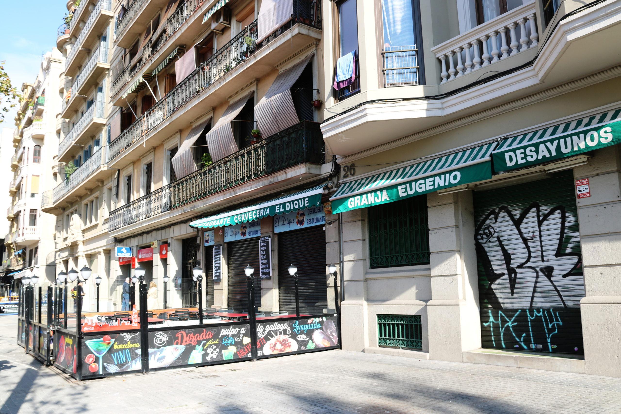 Dos restaurants del passeig Joan de Borbó tancats