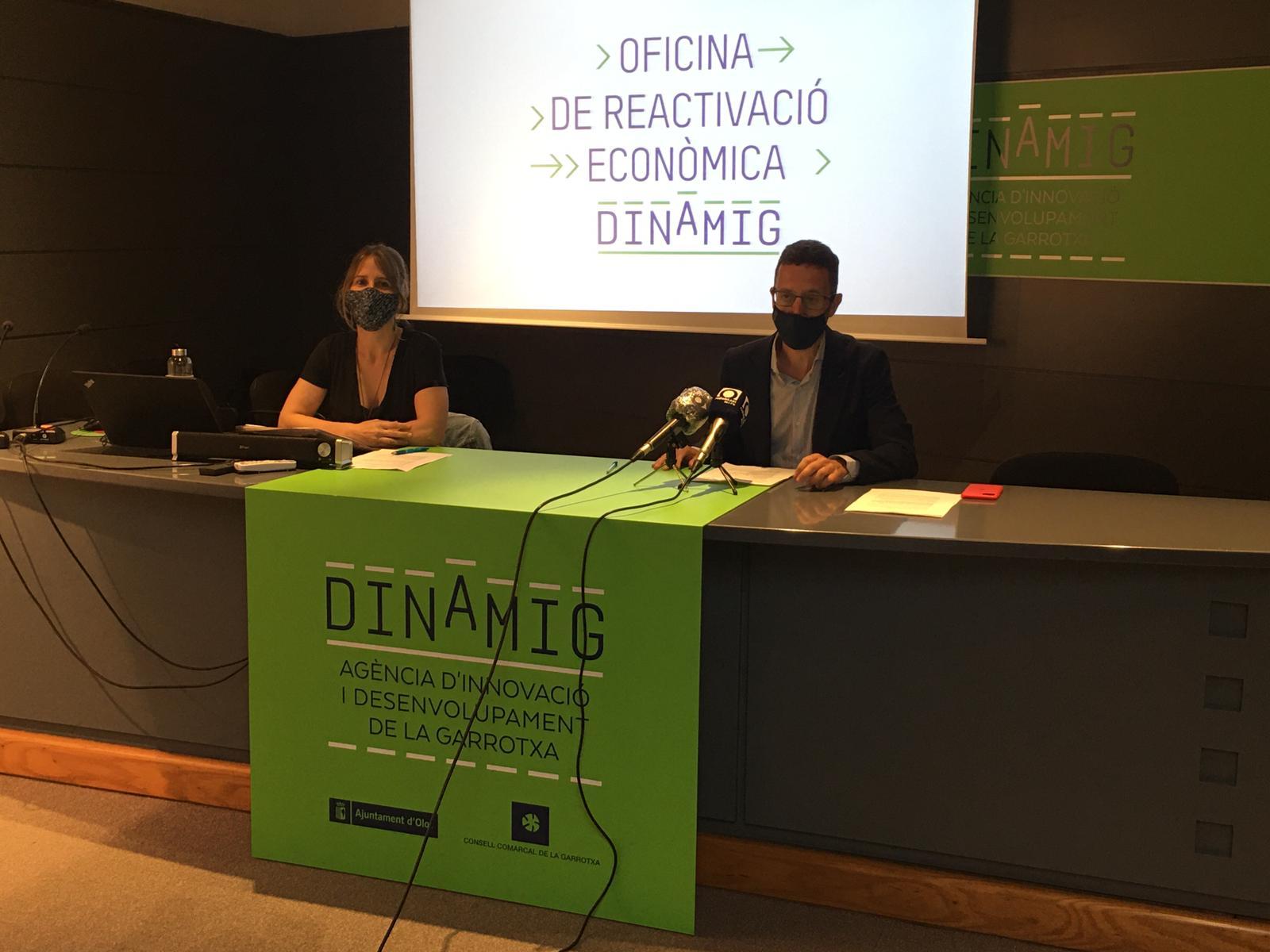 El primer tinent d'alcalde d'Olot, Estanis Vayreda, i la regidora d'Empresa i Comerç, Gemma Canalias | ACN