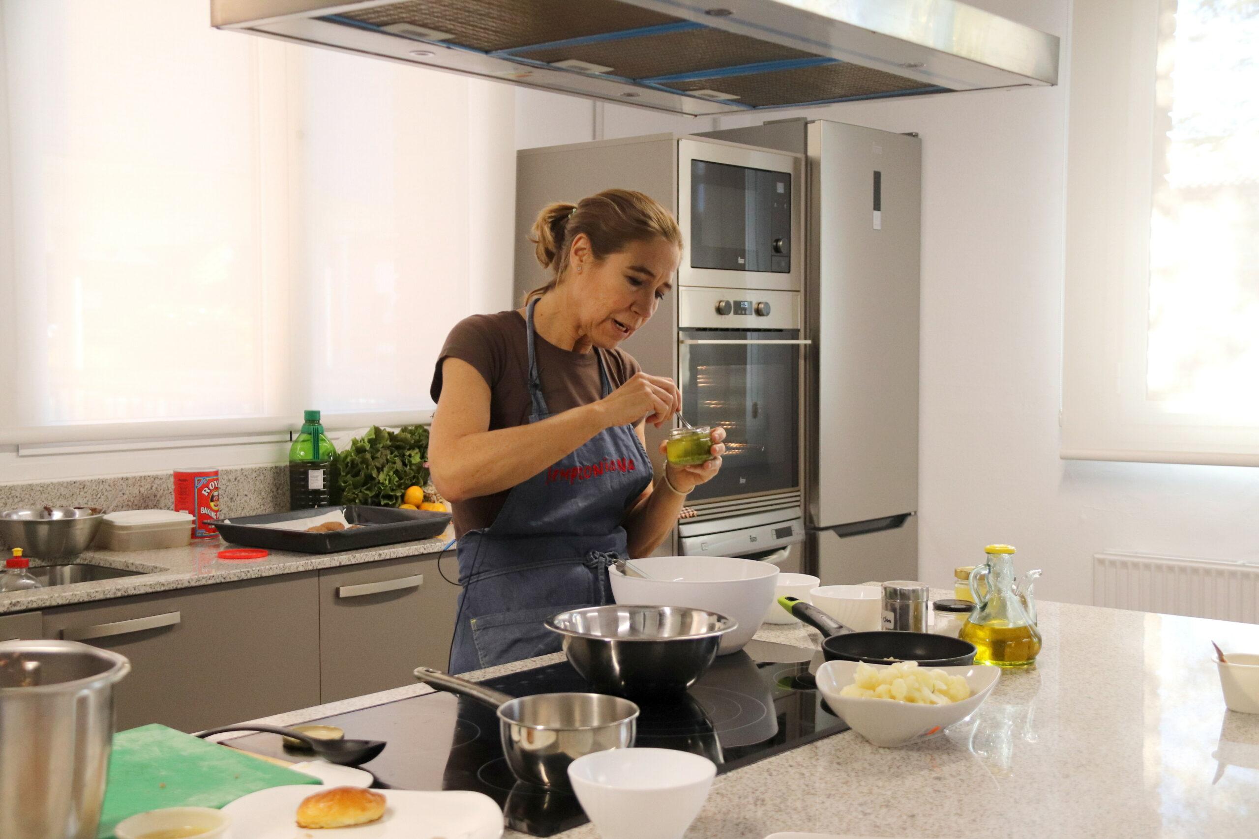 La cuinera Ada Parellada, en un dels 'showcookings' de 'Tastets de Fira' de Riudoms | ACN