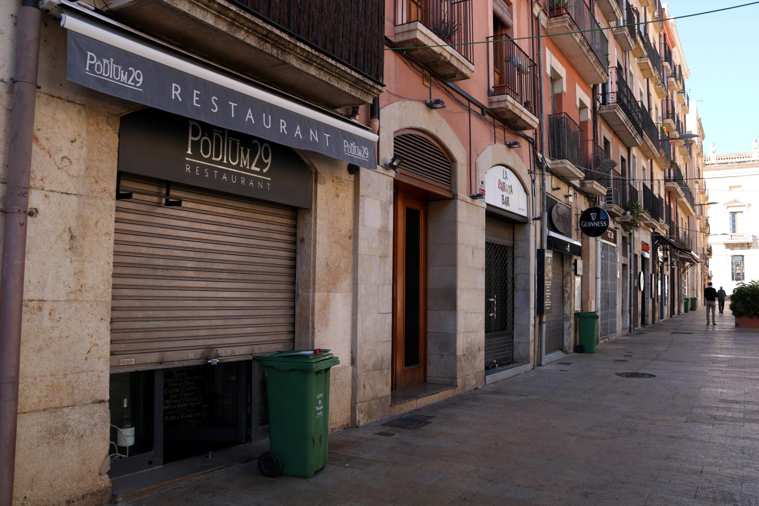 Els restaurants tancats de la plaça de la Font | ACN