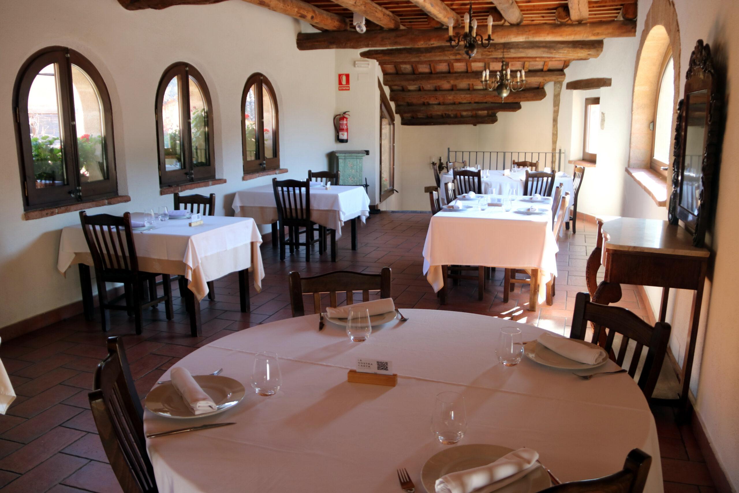 L'interior del restaurant de Cal Carter, a Mura (Bages) | ACN