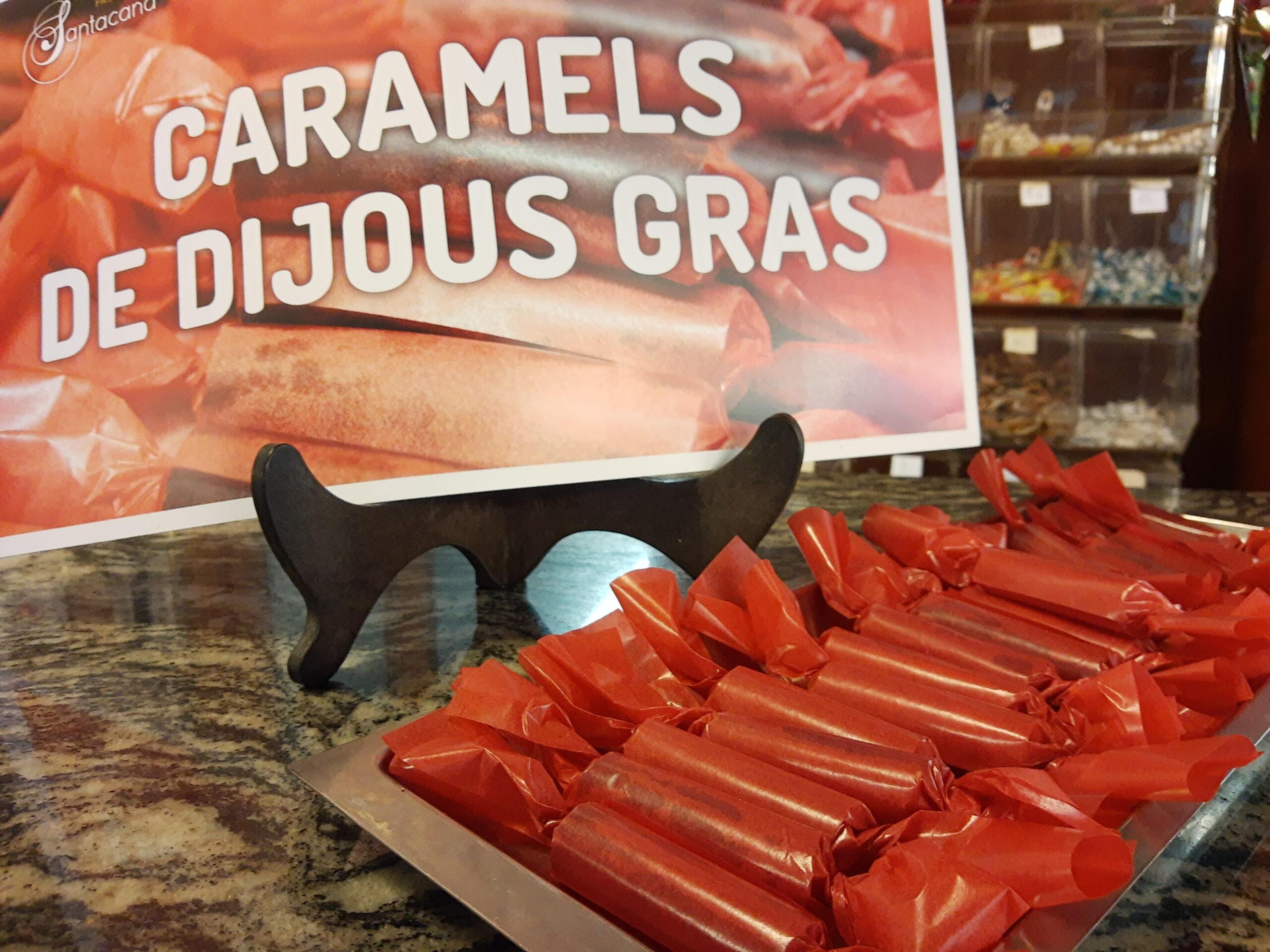 Una pila de caramels vermells de Dijous Gras a la pastisseria Santacana de Valls | ACN