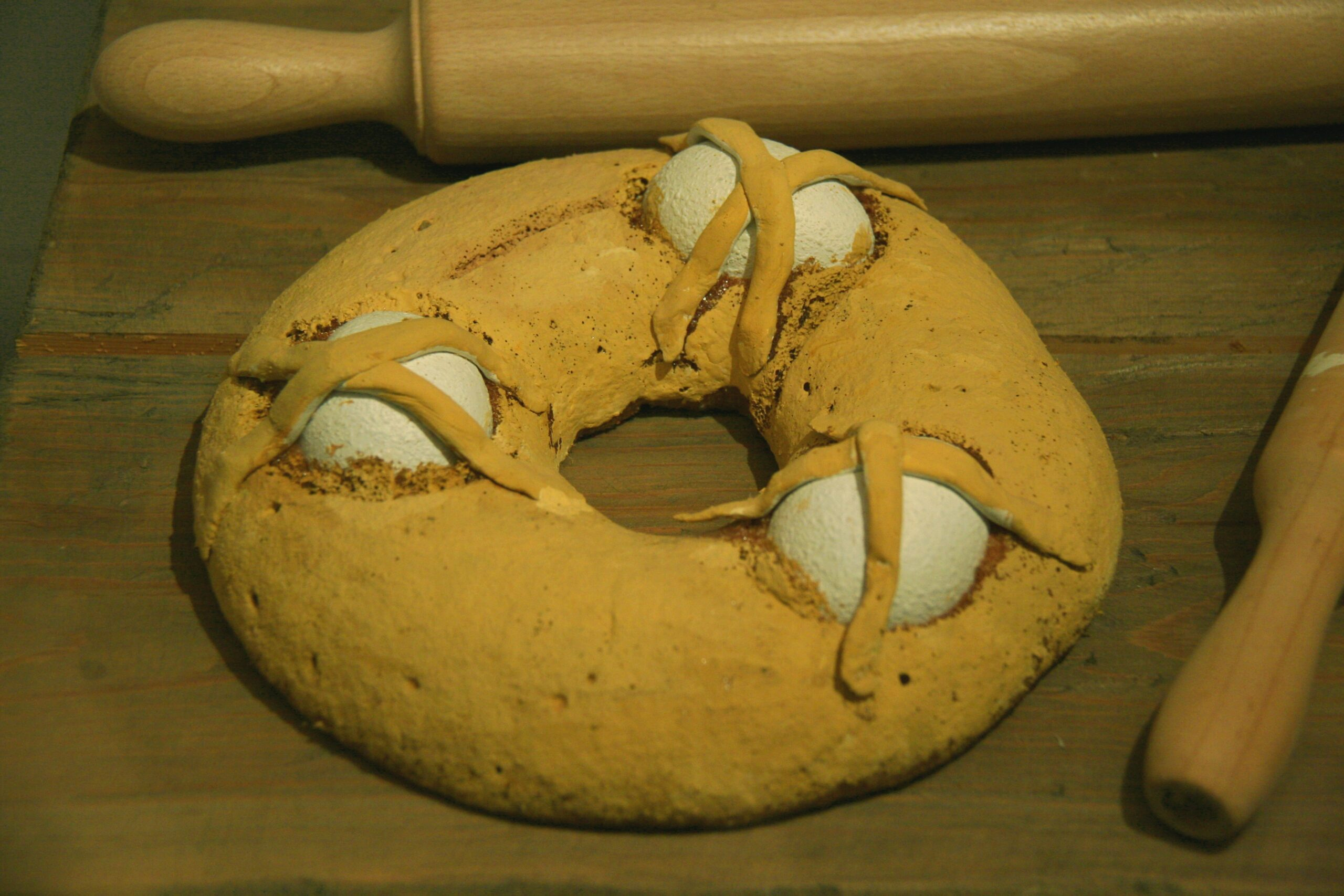 Rèplica d'una mona a l'estil tradicional / Vikipèdia, per Tamorlan