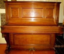 L.NEUFELD пианино  орех