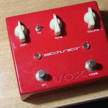 Vox Satchurator Distortion Pedal  RED