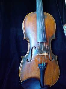 Старинная скрипка 19 век  после реставрации