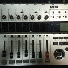 Zoom R24 Digital Multitrack Recorder  2013 серебристый