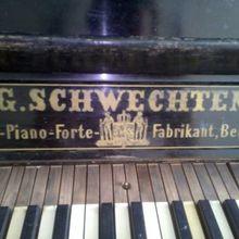 G. Schwechten  61 1961 черный цвет/клавиши-слоновая кость