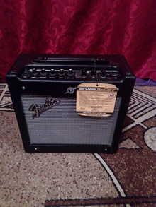 Fender MUSTANG 1 V2  чёрный
