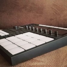 Native Instruments Maschine MK3 2018 Черный