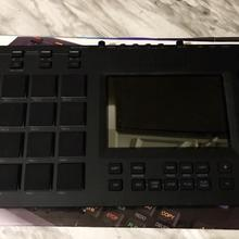 AKAI MPC TOUCH 2019 black/red metall