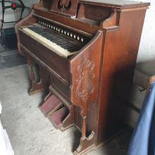 Estey Organ Co., Brattleboro, UT USA механическая 1940 коричневый