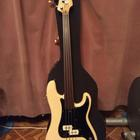 Fender precision bass fretles 79 US 1979 Белый