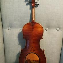 Редкая европейская скрипка с рисунком
