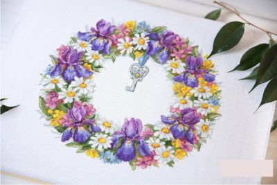 Wreath with irises | Needlepoint Kits
