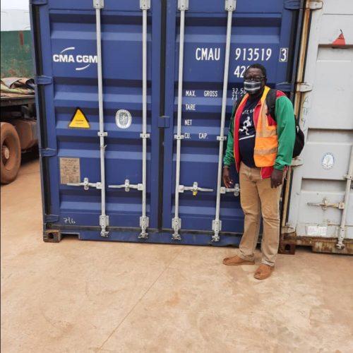 Unser Container ist in Léo eingetroffen …