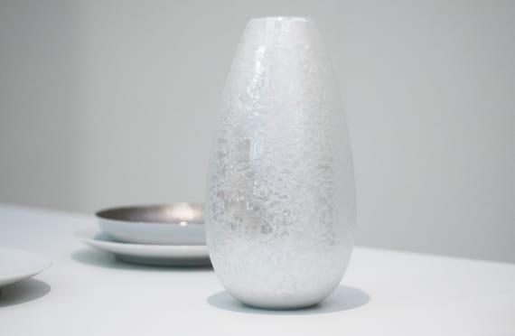 Markéta Kalivodová / White Vase Fryst by  Nalejto,
