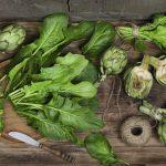 Insalata veloce con carciofi e spinaci