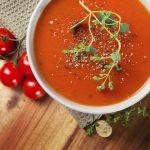 Zuppa di pomodoro al pesto