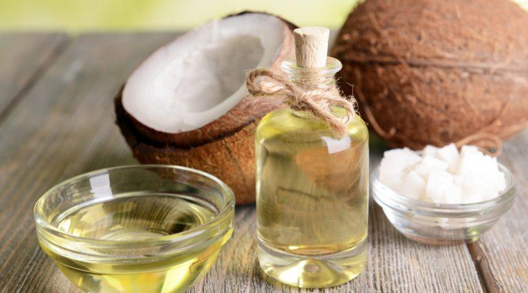 olio di cocco: i benefici per la pelle