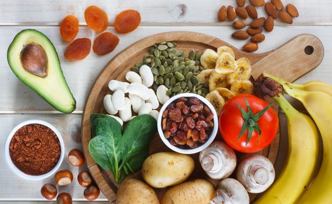Banana e cibi ricchi di potassio: i benefici per il cuore e prevenire l'infarto