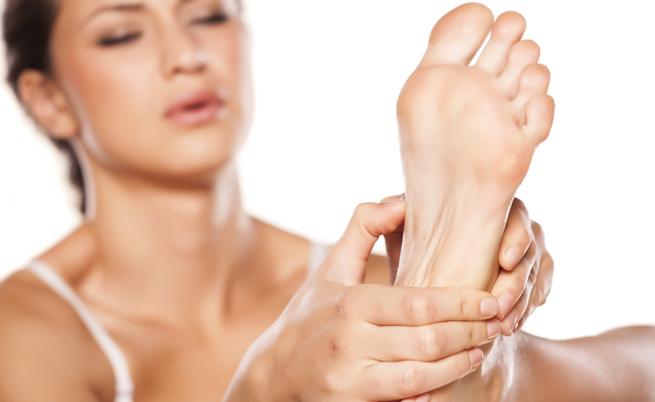 SOS calli ai piedi: cosa fare quando le scarpe chiuse fanno male | Pazienti.it