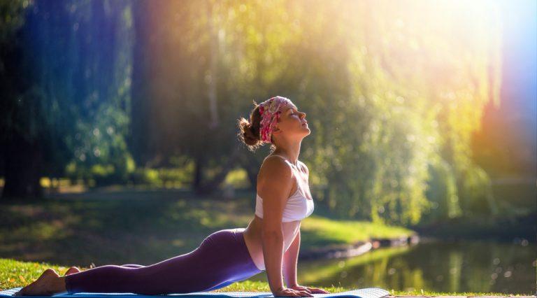 I benefici dello yoga per l'altezza