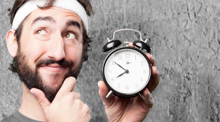 quando allenarsi per dimagrire, quando allenarsi coi pesi e quando riposarsi? Ecco le risposte