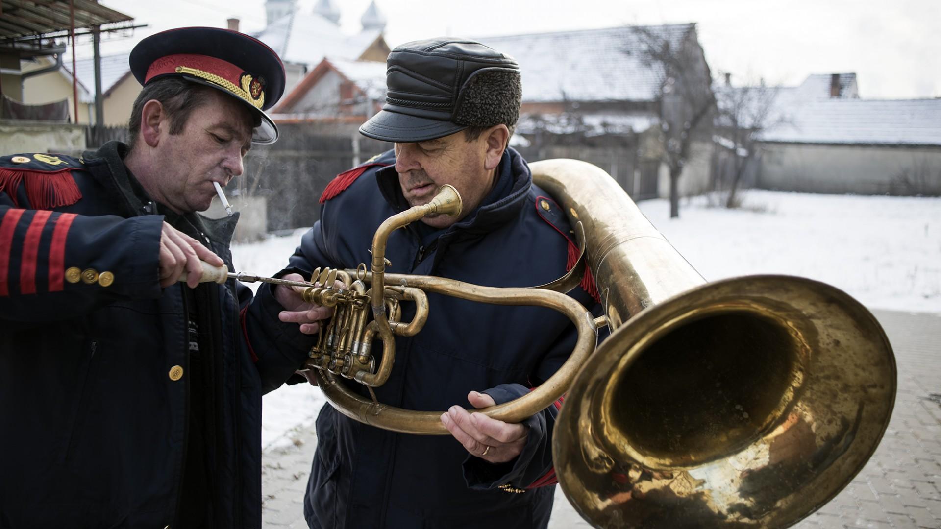 Hans, e veteranul fanfarei la 73 de ani