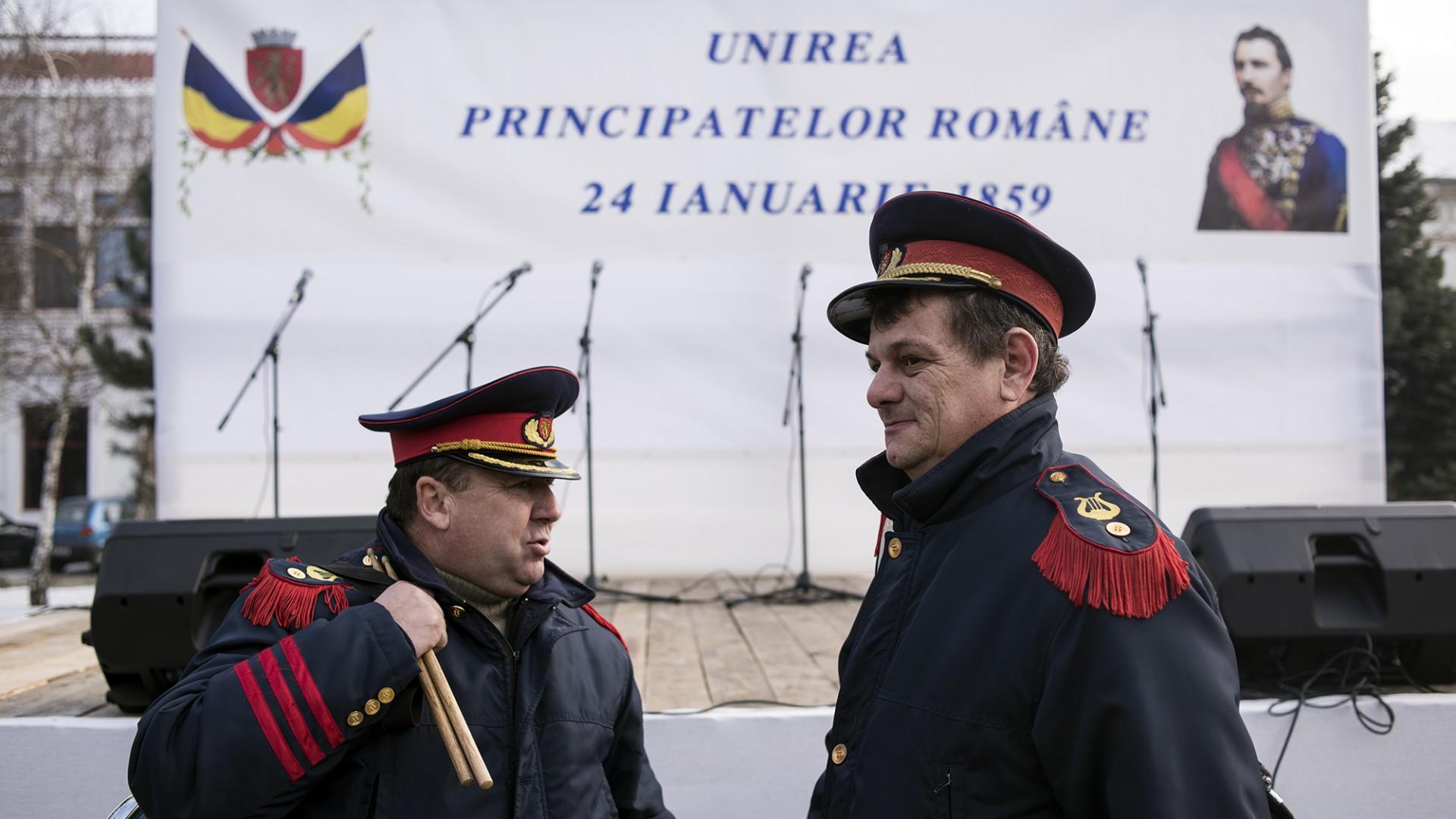 Ioan Jurju și Daniel Măcinic, doi reprezentanți ai Fanfarei Petrești