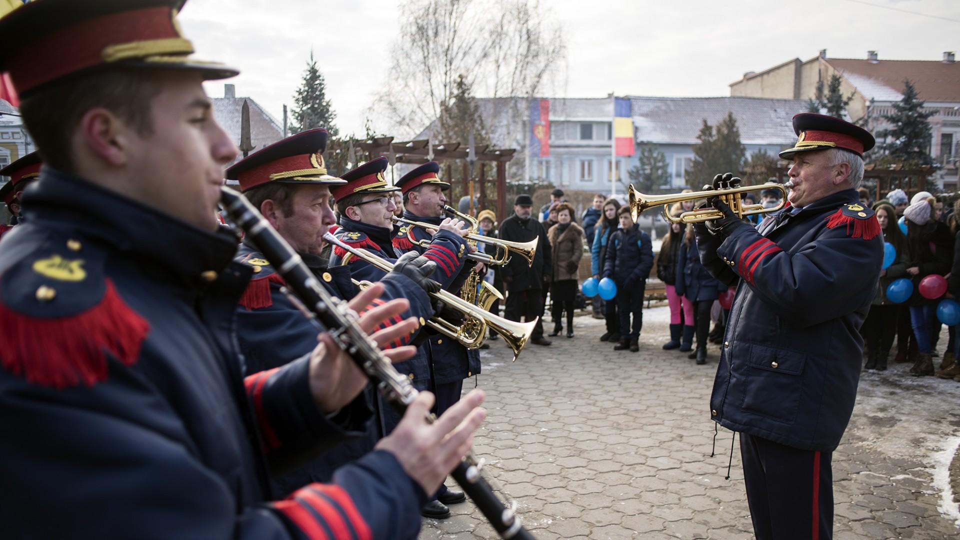 Fanfara Petrești interpretează Imnul Național al României la Sebeș