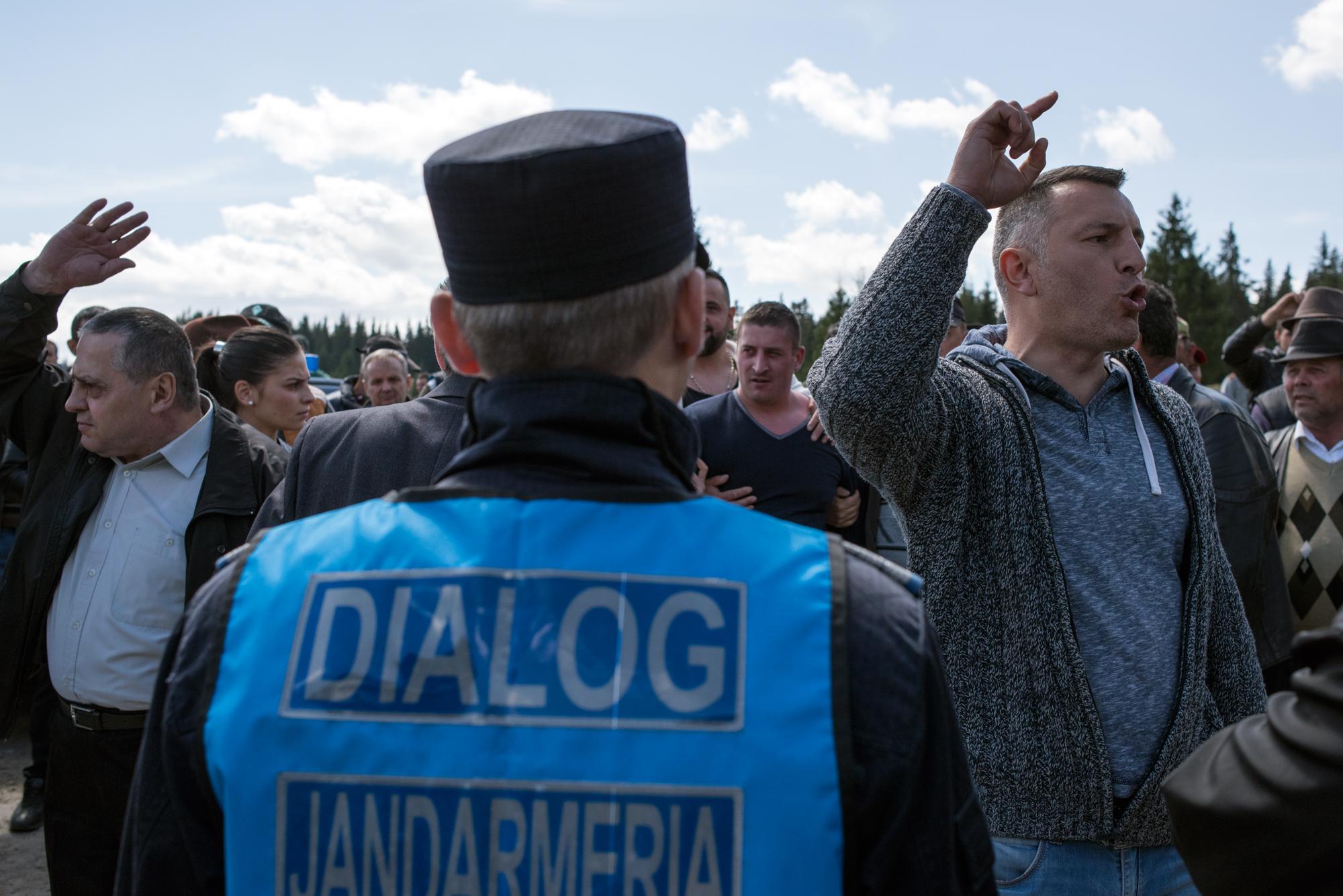 Dialogul facilitat de fostul deputat Mircia Giurgiu