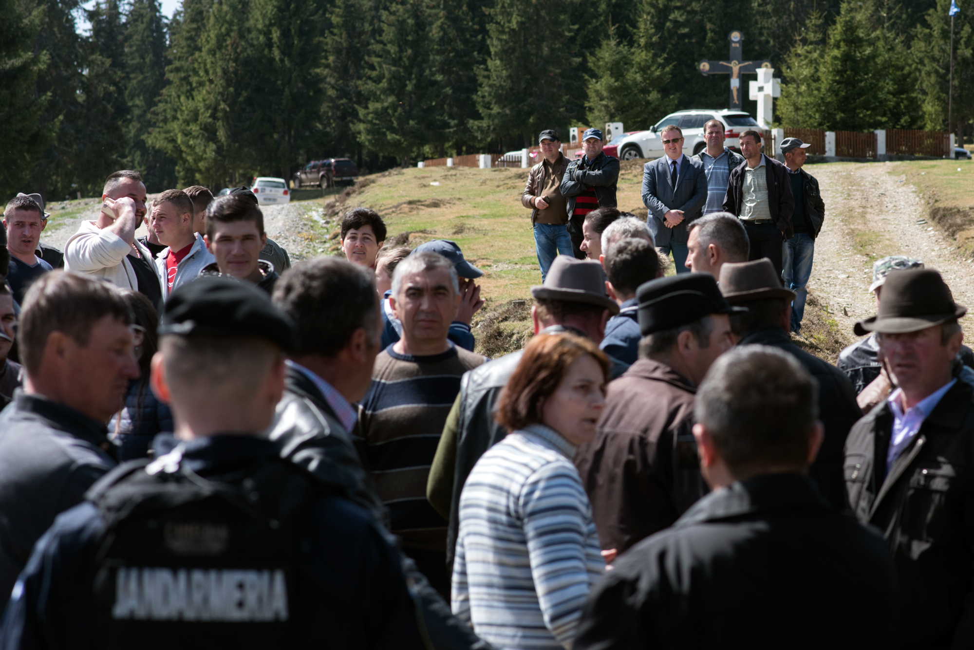 Primarul din Mărgău (în fundal în costum) a urmărit ciocnirea moților cu jandarmii