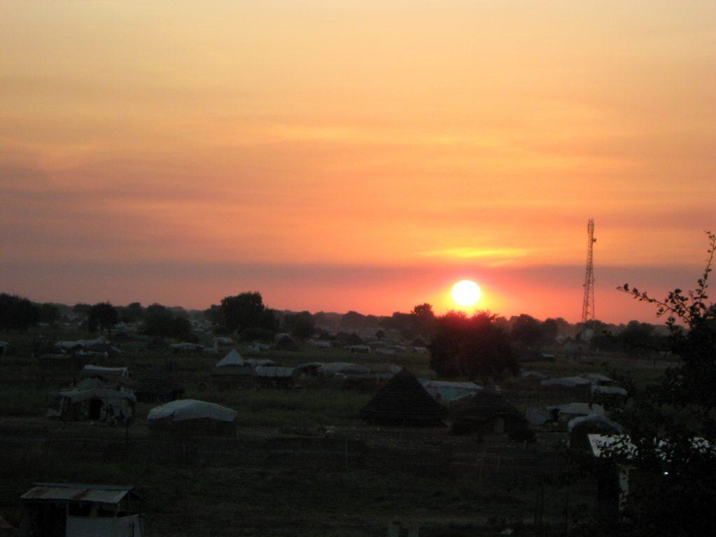 Apusul în camp-ul spitalului Medici Fără Frontiere din Sudanul de Sud