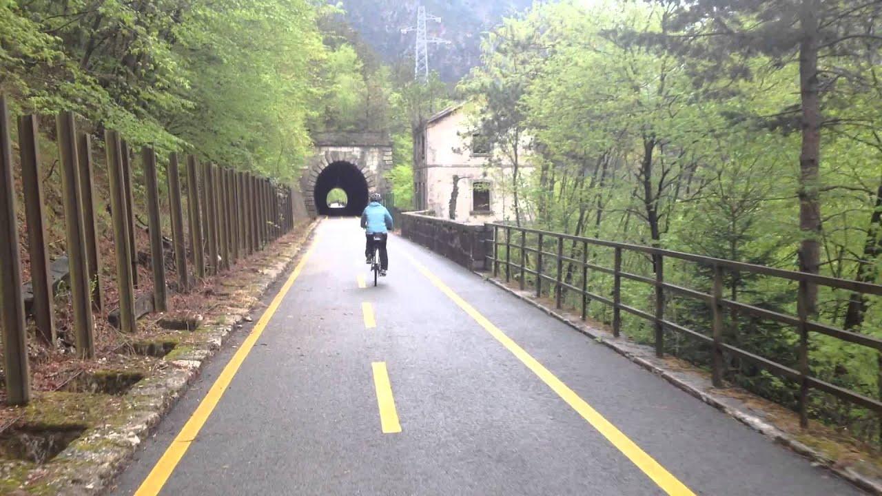 Kerékpárral a millenniumi vasút nyomvonalán