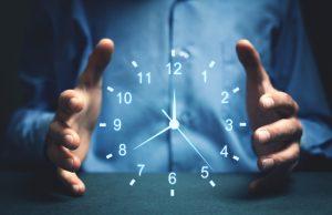 orologio tra le mani
