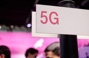 cartello con scritta 5G