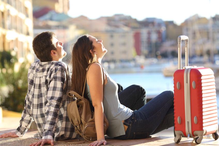 coppia-in-vacanza-con-valigia-offerte-iren